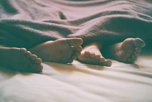 bed-blanket-couple-cuddle-Favim.com-1060990