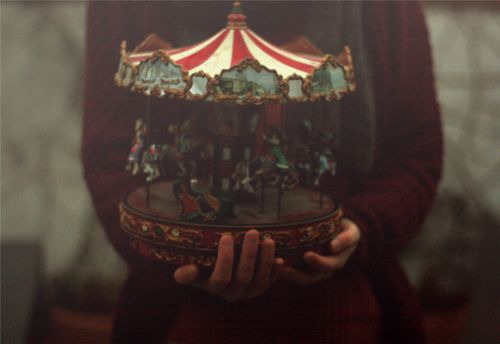 carousel-dark-girl-photography-Favim.com-1848617