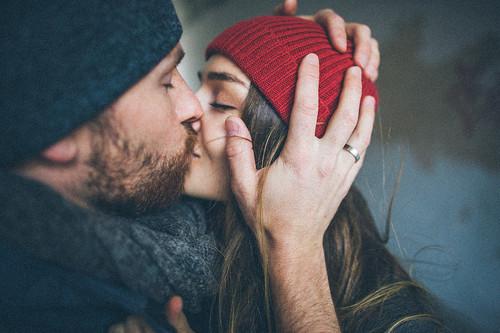 couple-heart-hug-kiss-Favim.com-2777652
